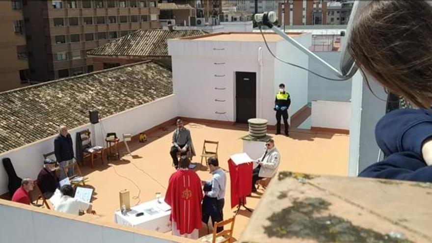 La Policía interrumpió una misa en una azotea de los paúles en Triana (Sevilla)