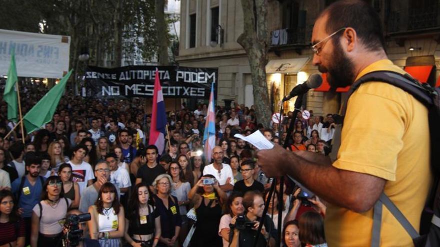 Baleares celebra su primera manifestación contra la afluencia masiva de turistas