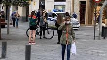 Una patrulla de la Policía de Vitoria, el lunes en la Virgen Blanca