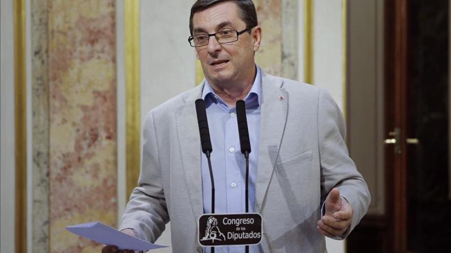 IU exige a Monago comparecer en Parlamento y que dimita si no logra confianza