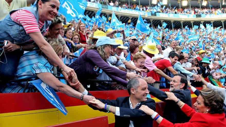 Rajoy junto a Camps y Barberá en un mitin en 2011. / EFE