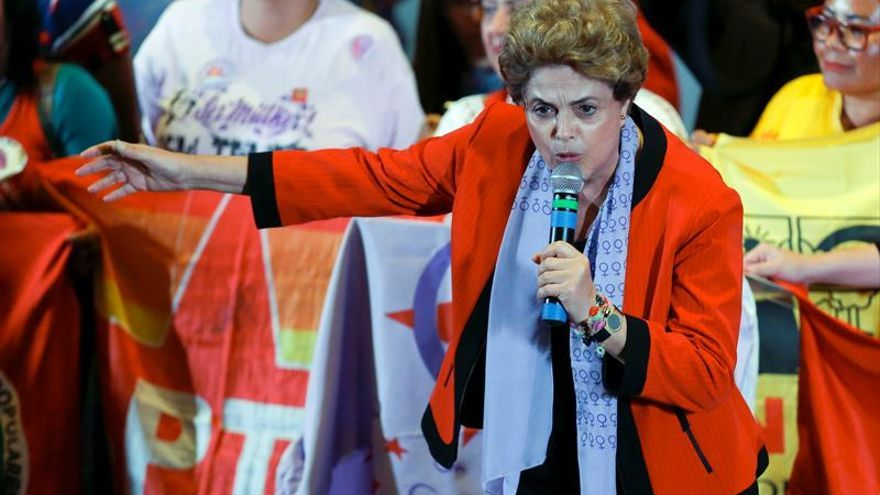 """Rousseff denuncia un """"golpe"""" machista y la falta de negros y mujeres en el Gobierno"""