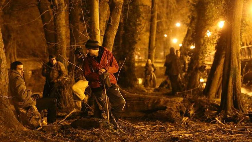 Vecinos de Sarria, encadenados a los árboles durante la noche
