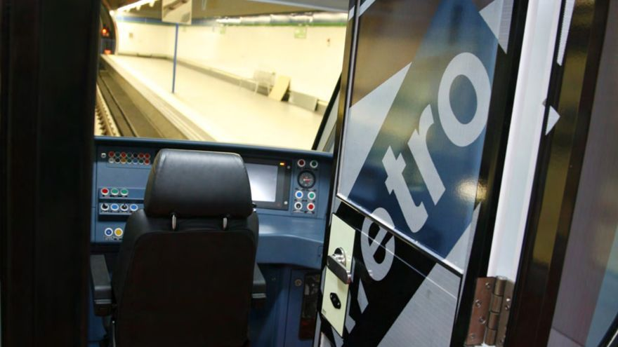 Una cabina de Metro, con el puesto de maquinista vacío