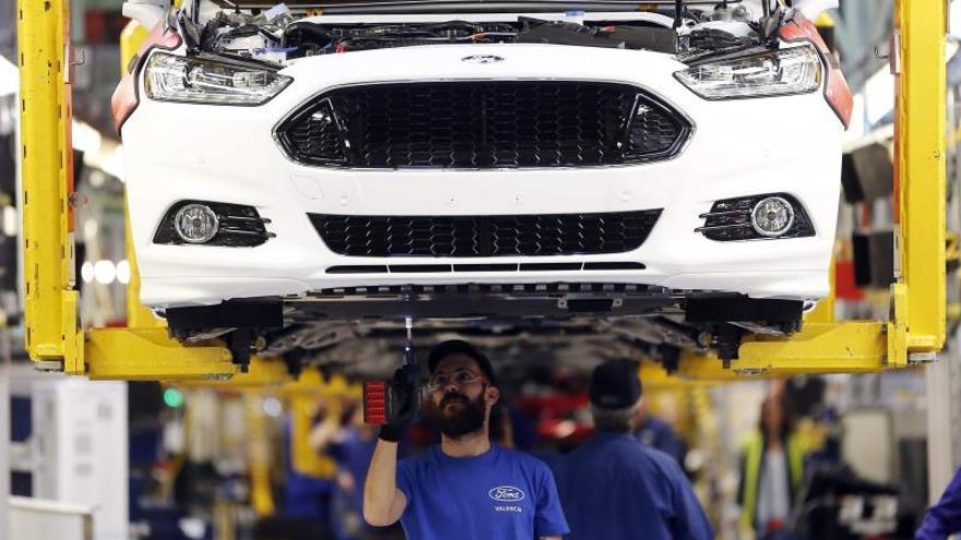 Ford propone parar la producción 22 días hasta enero en la planta de Almussafes