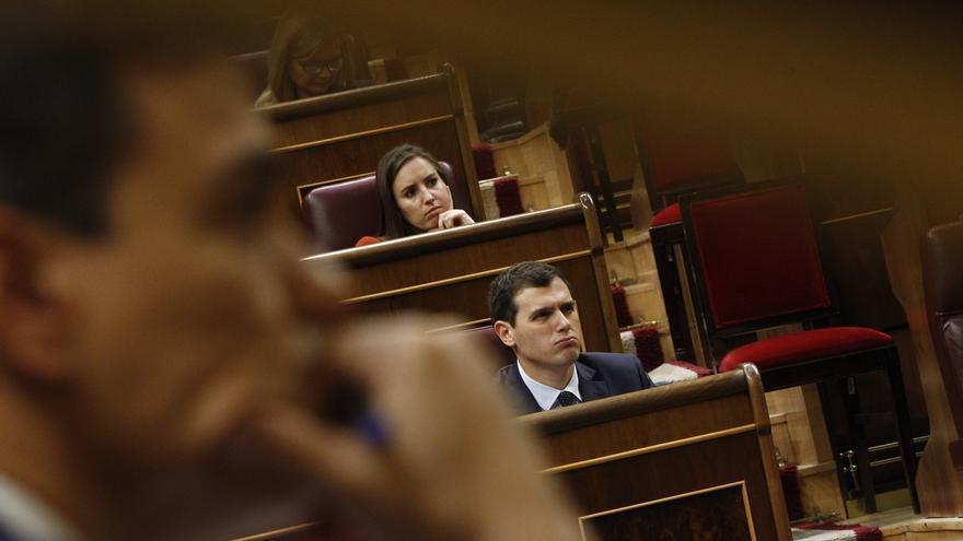 Pedro Sánchez insta a Rivera a explicar su apoyo al presidente de Murcia tras la acusación de la Guardia Civil