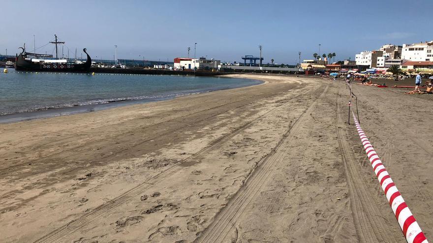 La Playa de Los Cristianos queda cerrada al baño al detectarse la presencia de una bacteria.