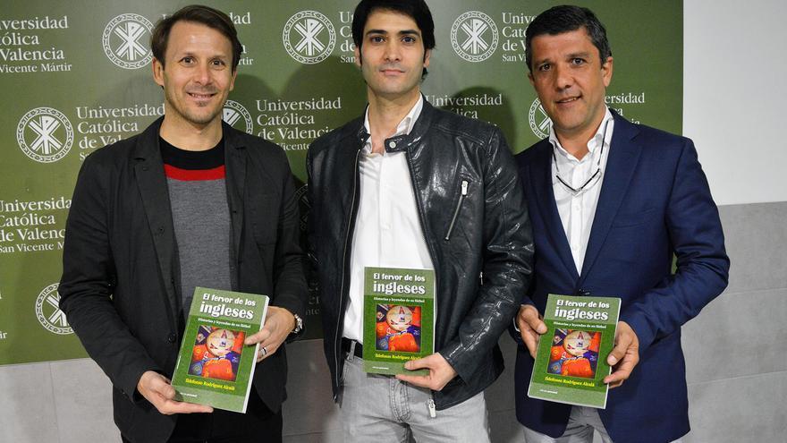 Gaizka Mendieta, en la presentación de El fervor de los Ingleses, con el autor, Ildefonso Rodríguez, y el periodista Sergio Aspas.