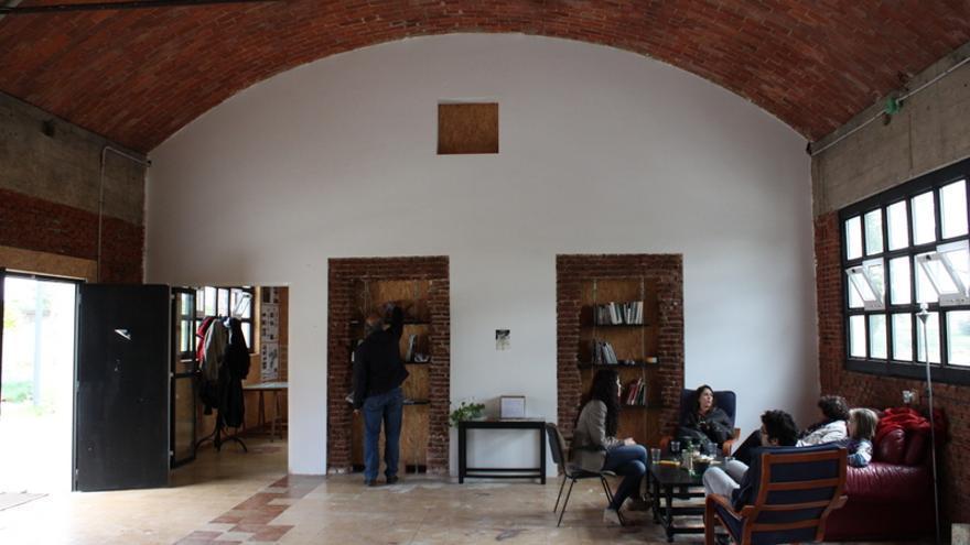 Uno de los espacios del interior de las dos naves rehabilitadas. / LaFábrika detodalavida