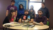 Los integrantes del Consejo Vasco de la Juventud comparecen en la sede de Vitoria-Gasteiz.