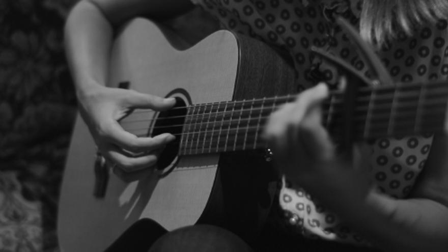 Inmersa en la segunda gira presentación de su tercer disco Santa, Zahara nos ofrece un acústico en exclusiva \ Foto: Alejandro Navarro Bustamante