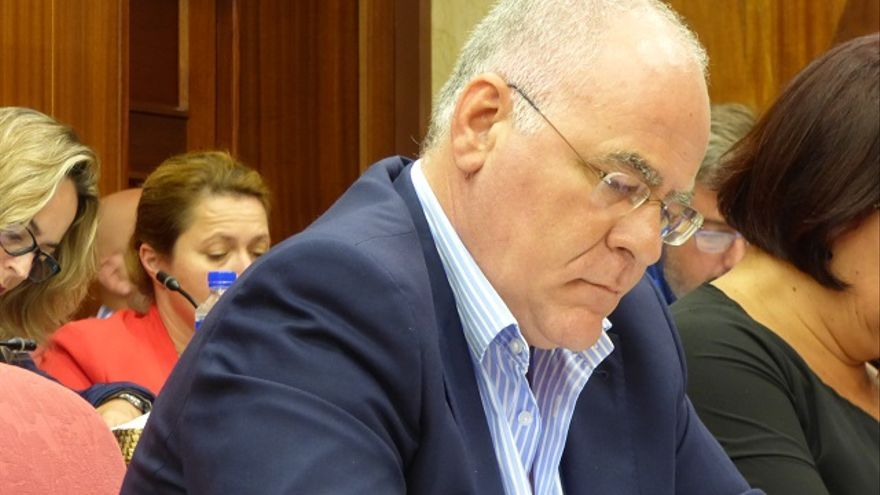 Carlos Cabrera en una sesión plenaria.