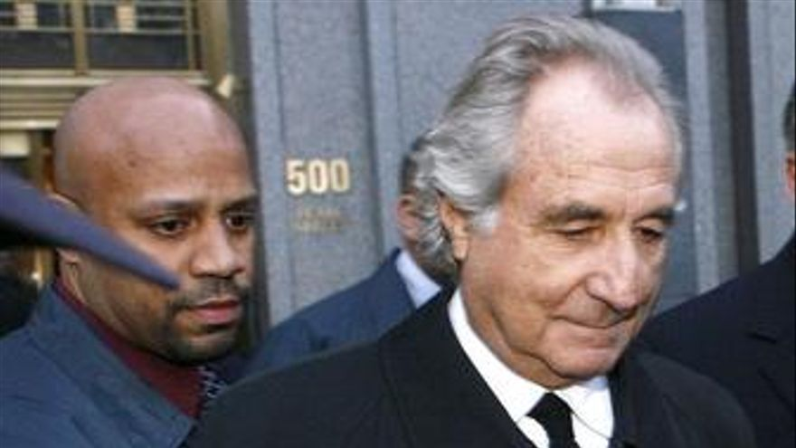 Bernand Madoff sale de declarar en Nueva York