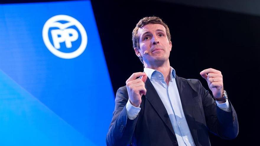 """Pablo Casado acusa a Pedro Sánchez de """"rendir al Estado"""" a los secesionistas"""