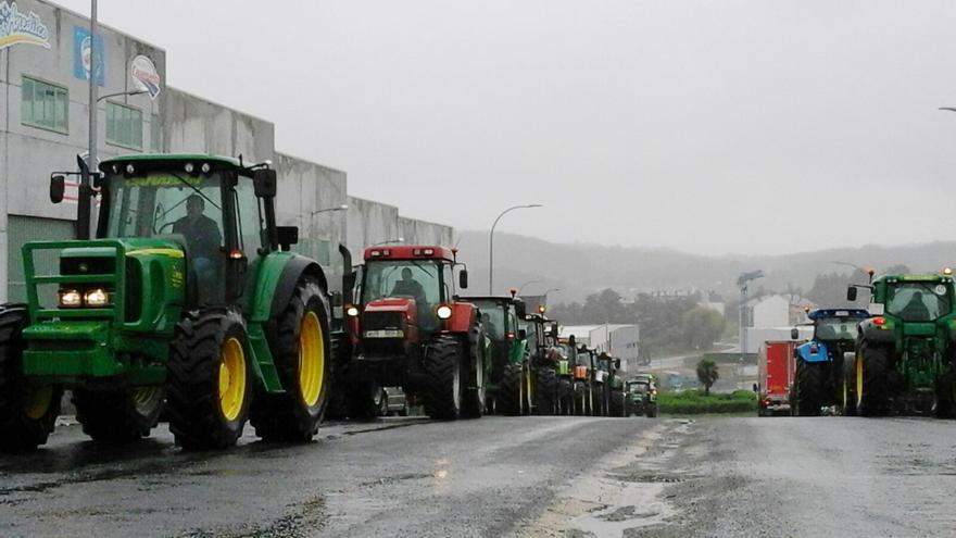 Tractorada en Sigüeiro, cerca de Santiago, el pasado martes / SLG