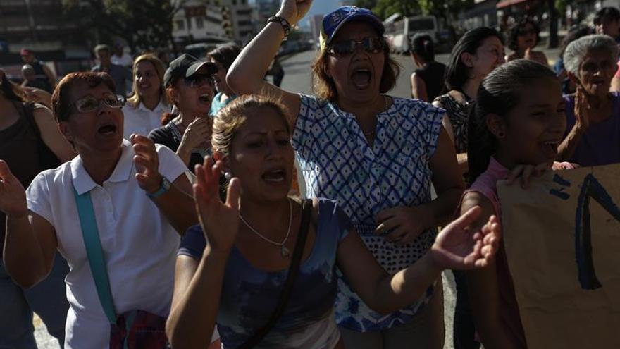 La movilización internacional contrasta con las tímidas protestas en Venezuela