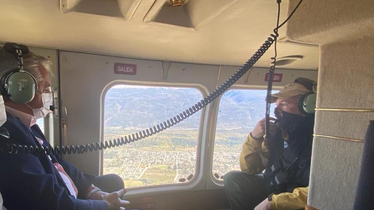 Alberto Fernández realiza un sobrevuelo por las zonas afectadas por los incendios