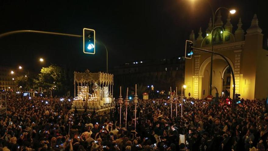 Tres detenidos por desórdenes en la Madrugá de la Semana Santa de Sevilla