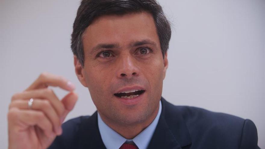 Leopoldo López sale de la cárcel y pasa a arresto domiciliario, según su abogado