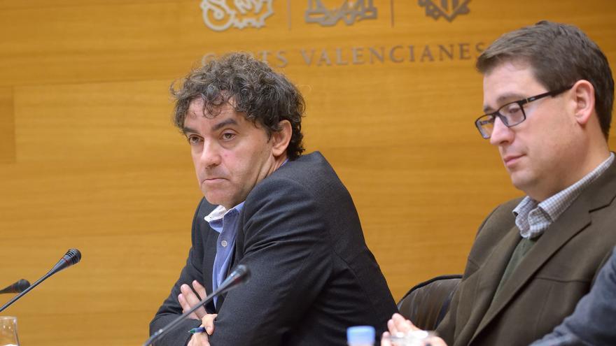 El secretario autonómico de Turismo, Francesc Colomer, comparece en las Corts para explicar su posición sobre la tasa turística