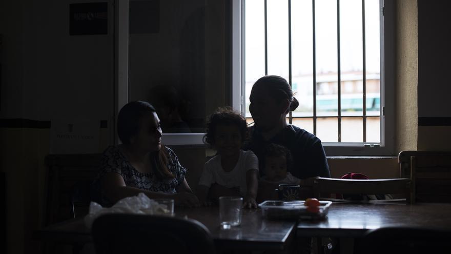 Ana llegó junto a su esposo Fran, su bebé de cinco meses y su hija de cuatro años.