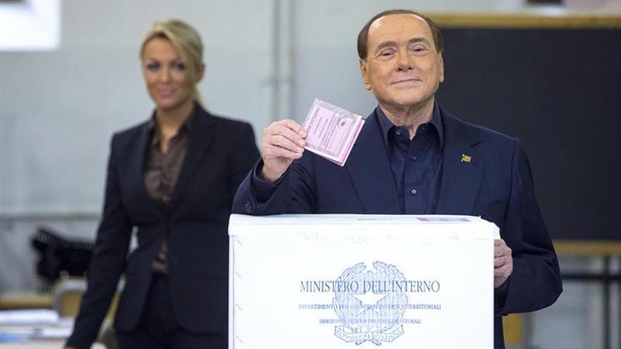 Berlusconi se somete a controles médicos tras la campaña del referéndum