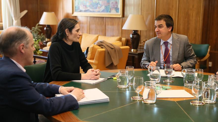 Reunión del consejero de Agricultura con la secretaria de Estado de Medio Ambiente