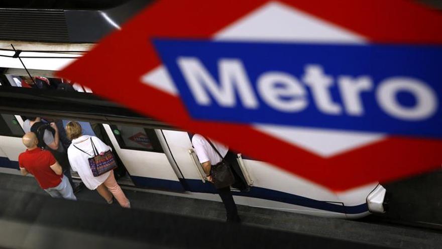 La megafonía del metro de Madrid dará sus mensajes también en inglés desde el lunes
