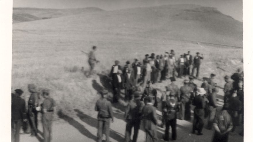 5 de agosto: asesinato de 30 personas cerca de Llerena