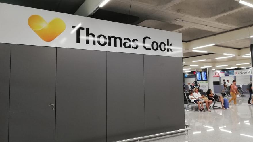 Los españoles piden responsabilidades al Gobierno británico tras la caída de Thomas Cook