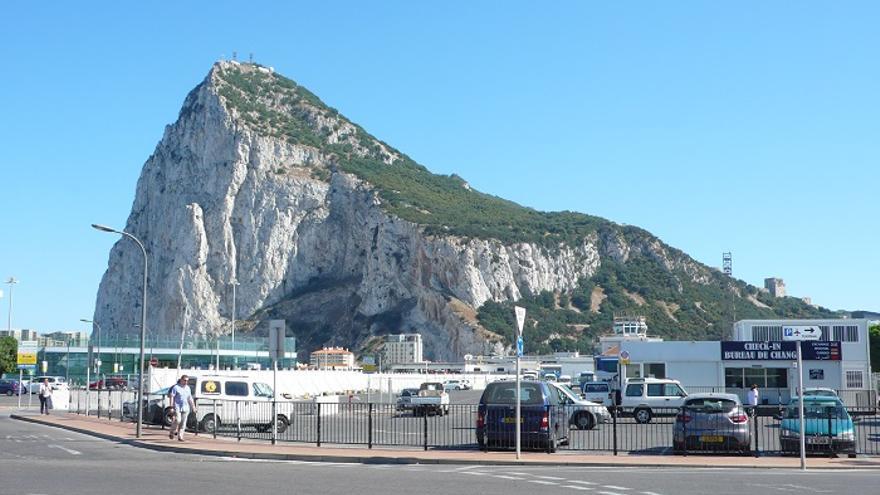 El Peñón de Gibraltar visto desde La Línea.
