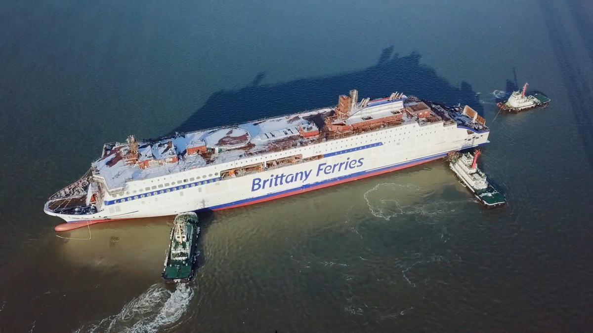 Botadura del 'Salamanca', nuevo buque que cubrirá las líneas de tráfico con Inglaterra.
