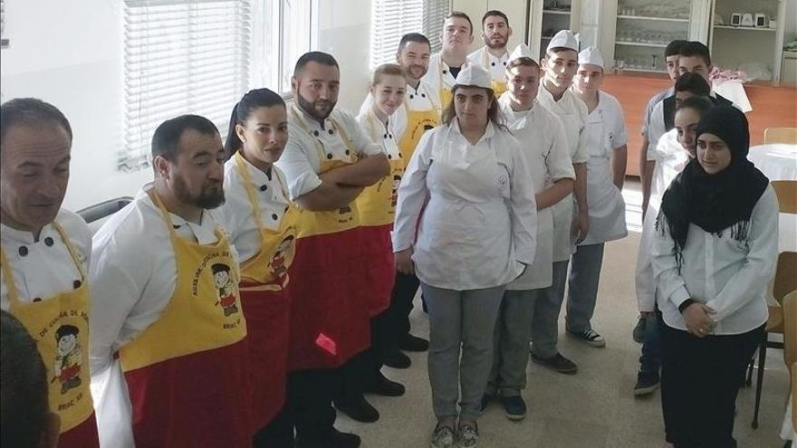 """Cascos azules españoles convertidos en """"masterchef"""" en el Líbano"""
