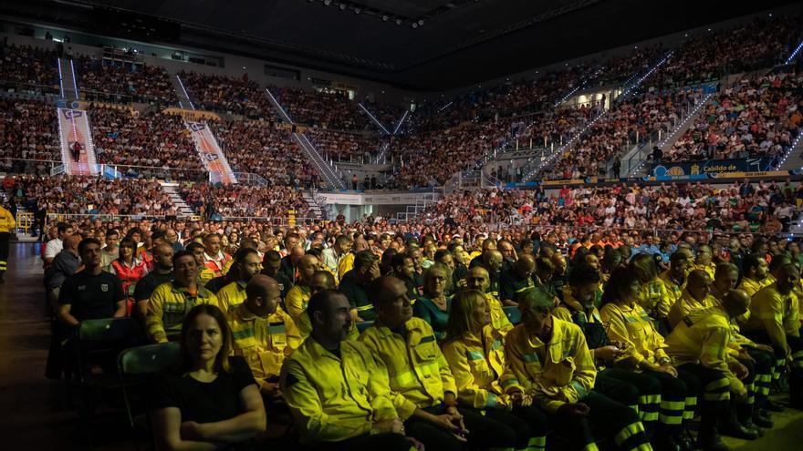 Homenaje a las personas que lucharon en los incendios de Gran Canaria en una gala celebrada en el Gran Canaria Arena.