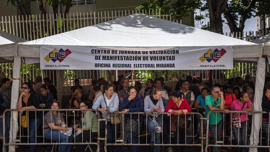 La oposición venezolana valida más del doble de las firmas requeridas en el revocatorio