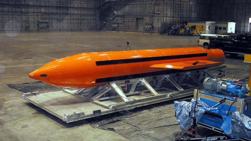 Imagen de la bomba lanzada por Estados Unidos en Afganistán contra el Estado Islámico / Wikipedia
