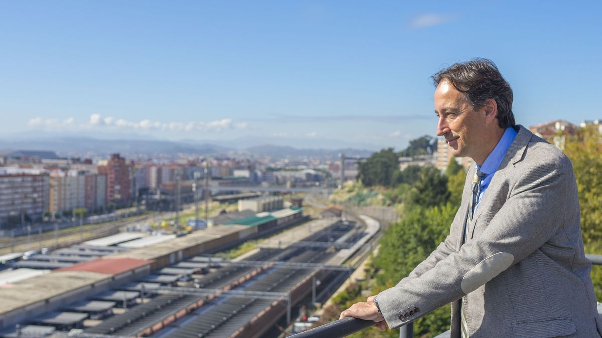El consejero de Obras Públicas de Cantabria, José Luis Gochicoa (PRC).   ROMÁN GARCÍA