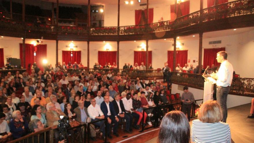 Más de 300 personas asistieron al acto de Pedro Sánchez. Foto: JOSÉ AYUT.