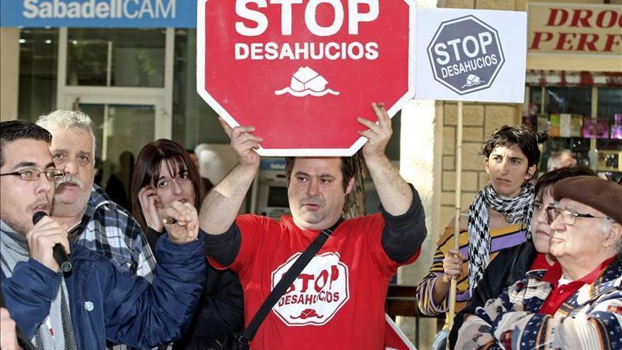 Medio centenar de bomberos de Valencia se negará a actuar en los desahucios
