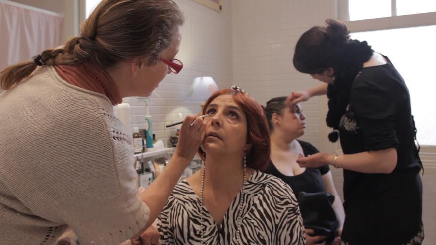 Set de maquillaje durante el rodaje de 'Historias de mujeres'.