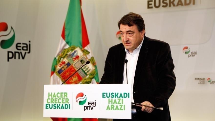 """Esteban (PNV) espera que """"Madrid tome la mano"""" que le ha ofrecido Puigdemont, pero cree no hay """"muchas esperanzas"""""""