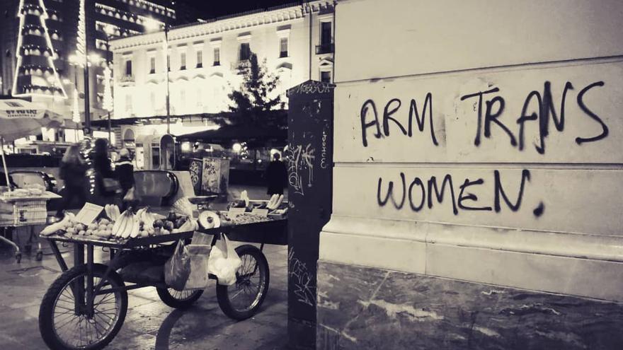 Arm trans women, plaza Omonia, Atenas