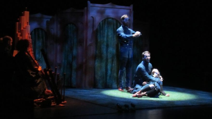 La compañía Nao d'Amores representó en el Teatro Romea de Murcia su `Triunfo de Amor´ / Luisa Guerrero González