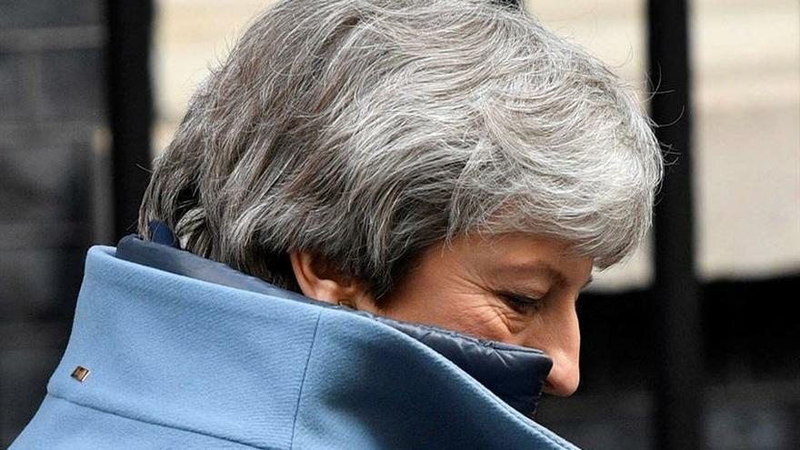"""May defiende un pacto con la oposición como única vía para el """"brexit"""""""