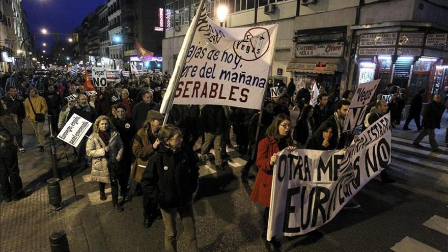 """Centenares de personas protestan en Madrid contra la """"estafa"""" de Eurovegas"""