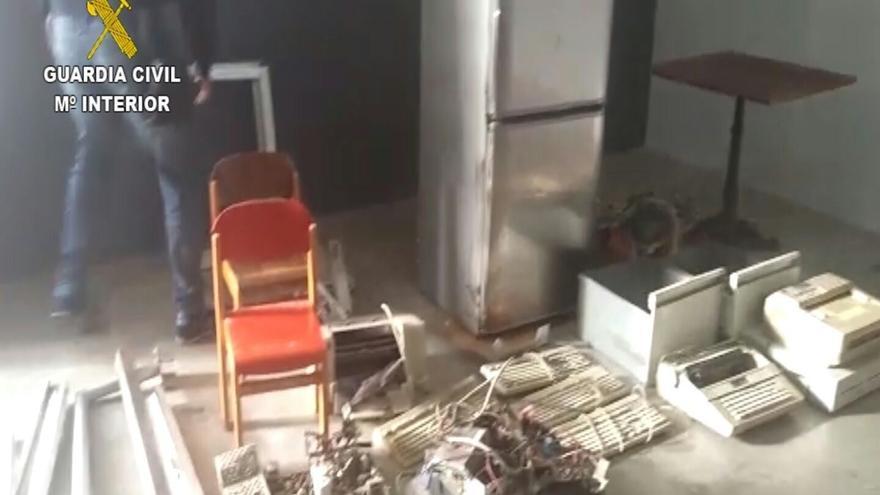 Detenidas seis personas y ocho investigadas por una serie de robos en Puntos Limpios de Gran Canaria.