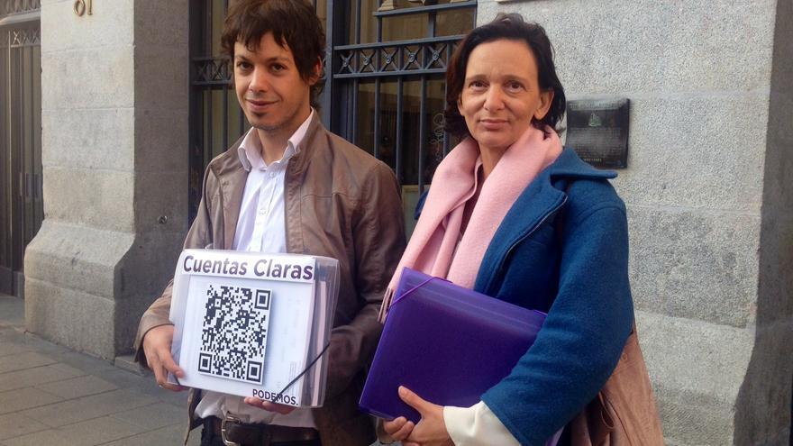 Carolina Bescansa y Segundo González, esta mañana ante el Tribunal de Cuentas / Olga Rodríguez