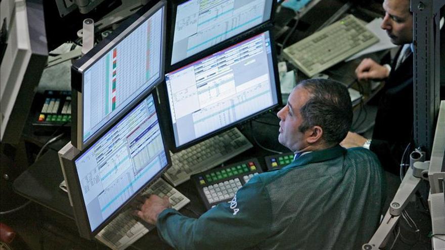 Wall Street modera su descenso hasta el 0,15 por ciento hacia la media sesión