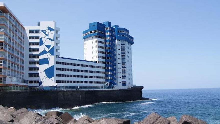 El hoy edificio de apartamentos Mar y Sol, en la zona litoral de Mesa del Mar, en Tacoronte (norte de la isla de Tenerife)