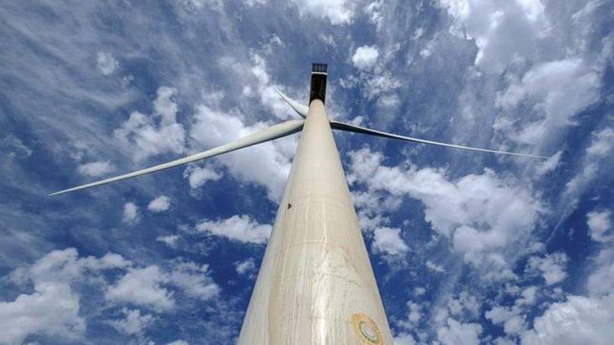 El impulso a las plantas eólicas, cuya producción ya supera a la de la central de Andorra, supone un cambio de modelo energético en la comunidad